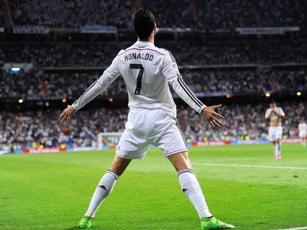 Chiều cao của Ronaldo là bao nhiêu? Ronaldo gian lận chiều cao ra sao?